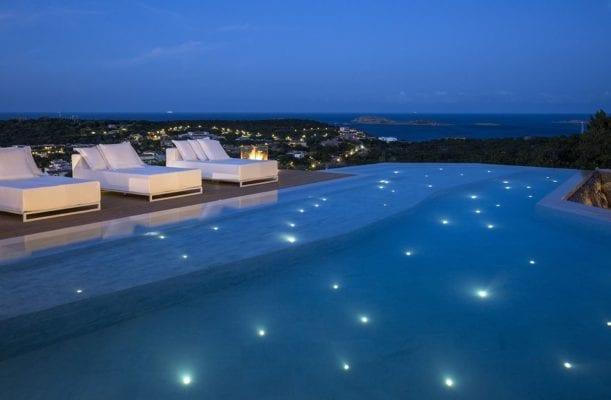 illuminare una piscina